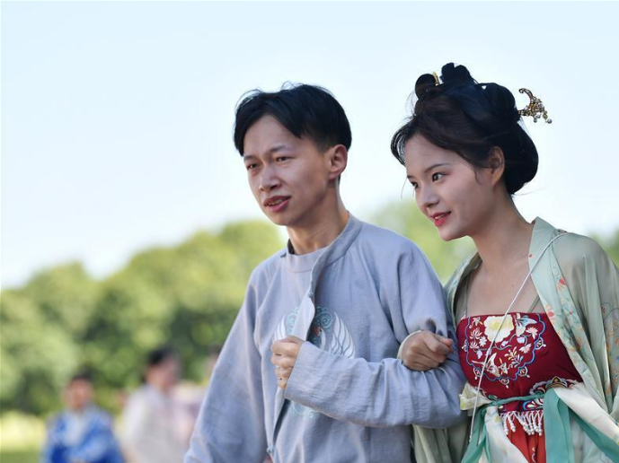 People wearing traditional costumes take part in Qixi event in Shaanxi