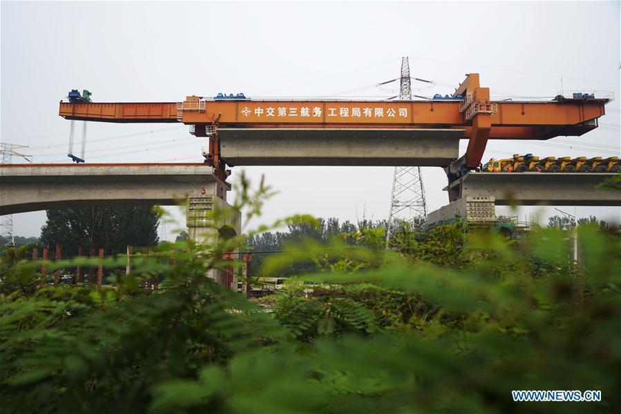 Last box girder of Wenyu River grand bridge installed for Beijing-Shenyang high-speed railway