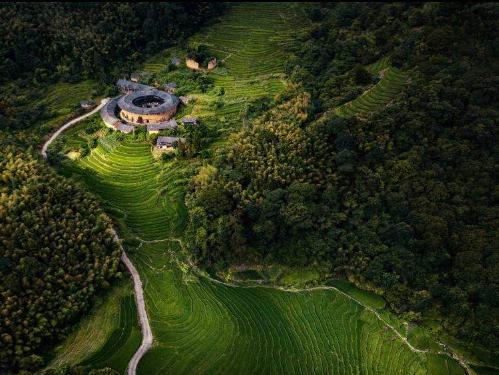 Traditional Fujian 'tulou'adorns green fields