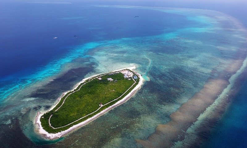 Chinese military expels US destroyer from territorial waters in S.China Sea