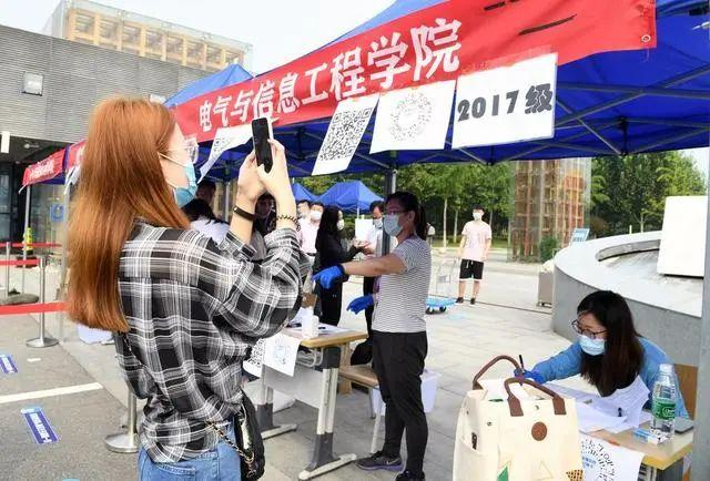 China Focus: Prevention measures help Chinese students back to campus