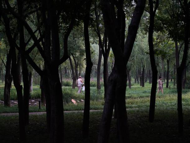 People enjoy leisure time at park in Beijing