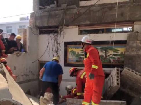 Restaurant collapse kills 17 in north China
