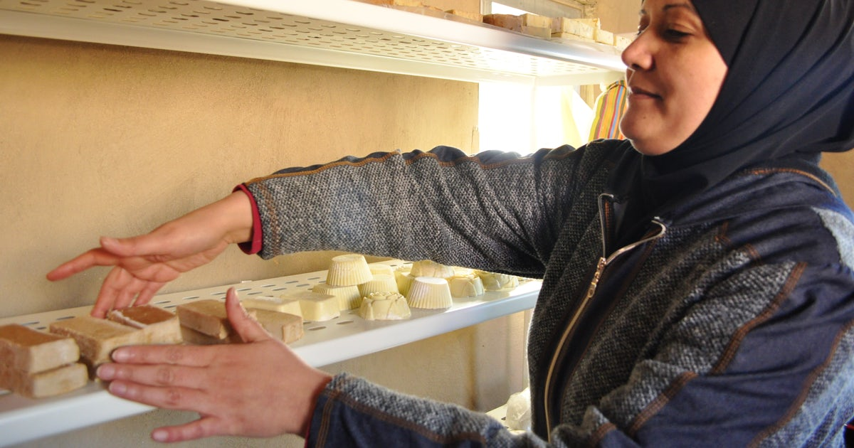 """Palestinian women earn money by selling homemade products at """"peasants' market"""" amid COVID-19 outbreak"""