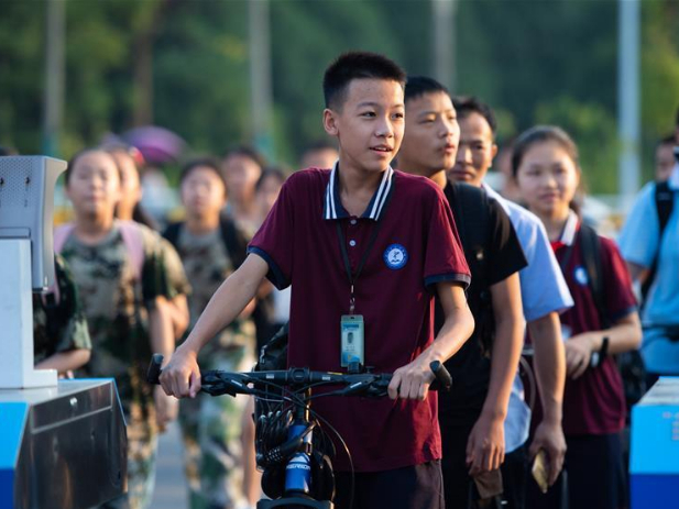 Primary and middle schools in Changsha start new semester