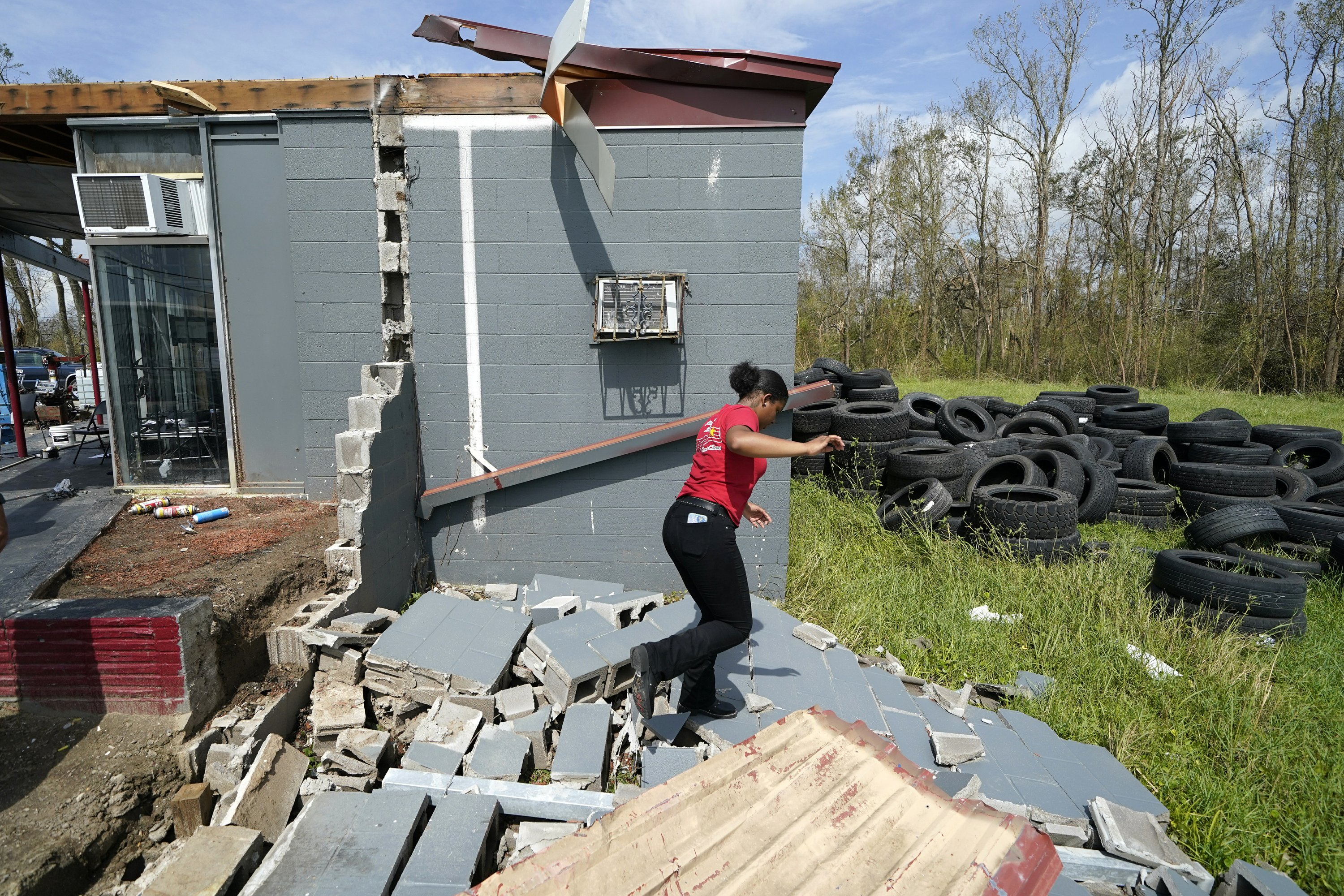 In aftermath of Hurricane Laura, residents worry about help