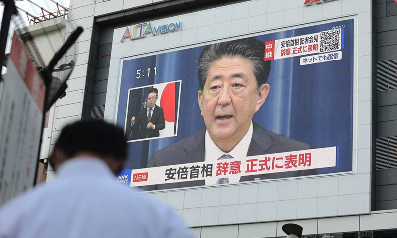 Japan's Abe holds talks with Trump, Putin over resignation decision