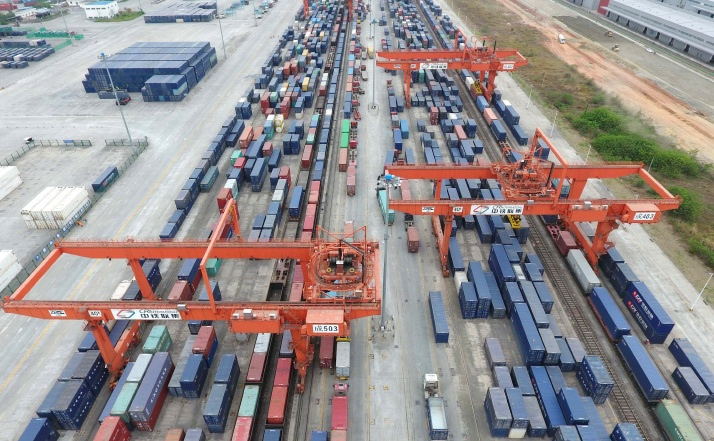 China's rail freight volume up 7.3% in August