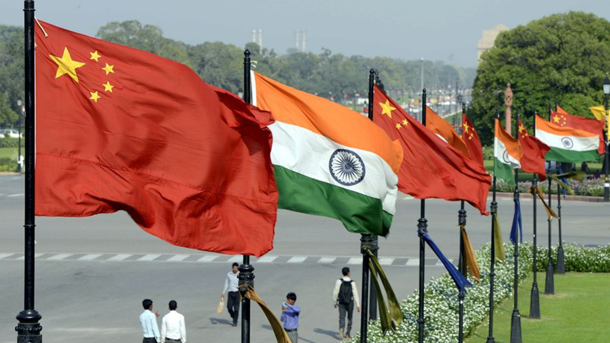 Chinese, Indian defense ministers discuss border tension in Moscow