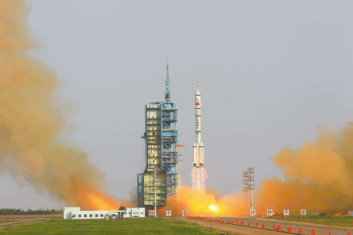 China's reusable experimental spacecraft back to landing site