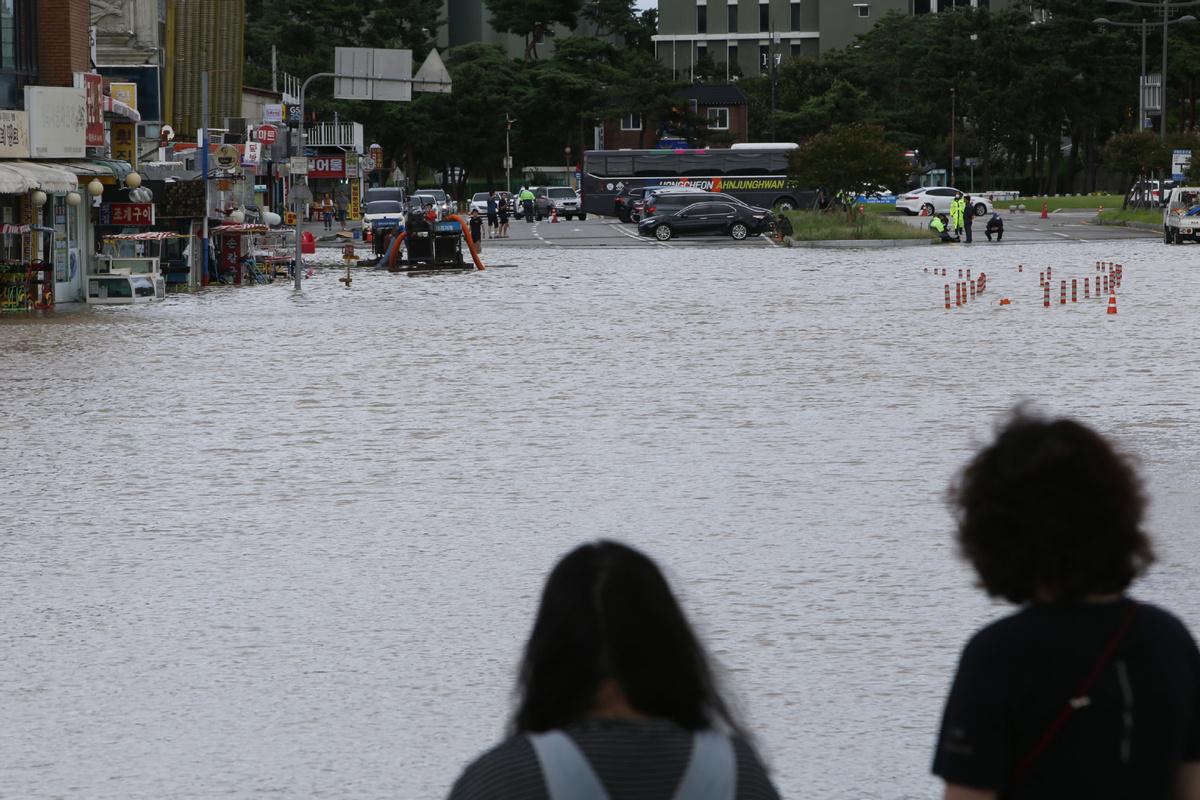Typhoon hits S. Korea after Japan battered