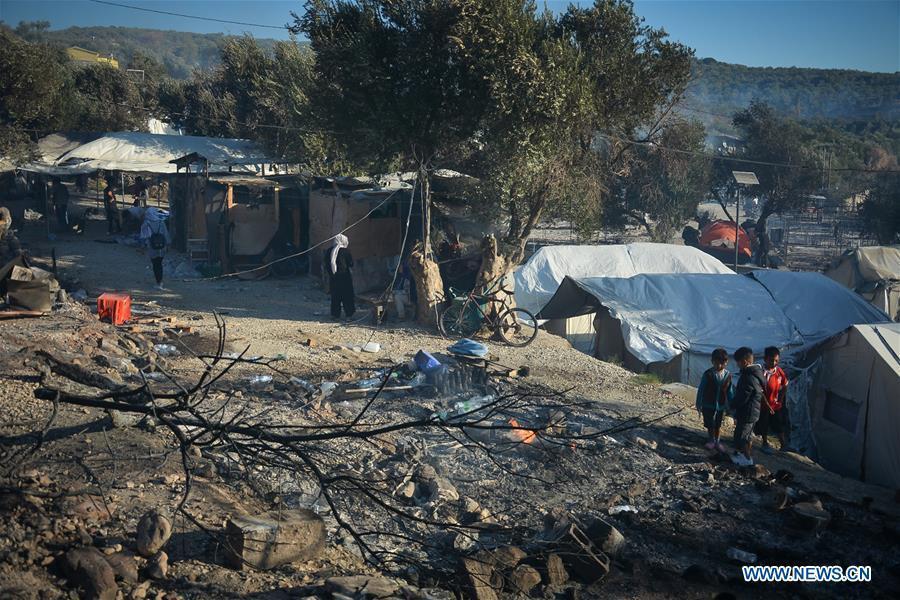 Fire hits overcrowded Greek refugee camp