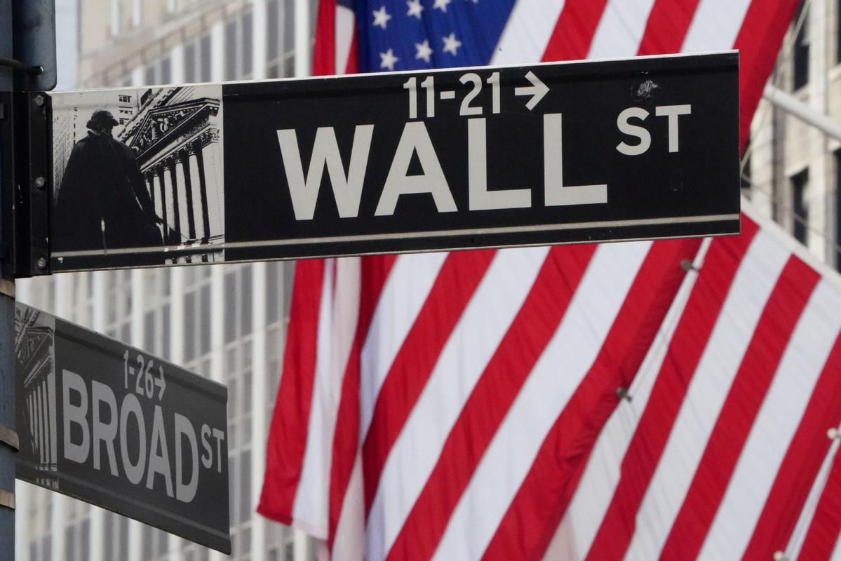 US stocks end sharply lower, Dow -2.3%, Nasdaq -4.1%
