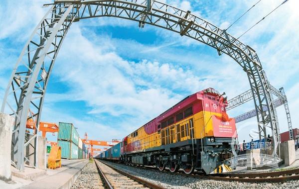 China-Europe freight train ships Austrian products to Xi'an