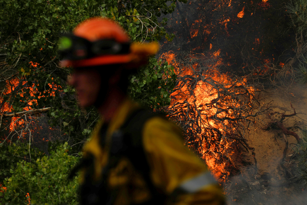 Several cities in Los Angeles under evacuation warnings due to wildfire