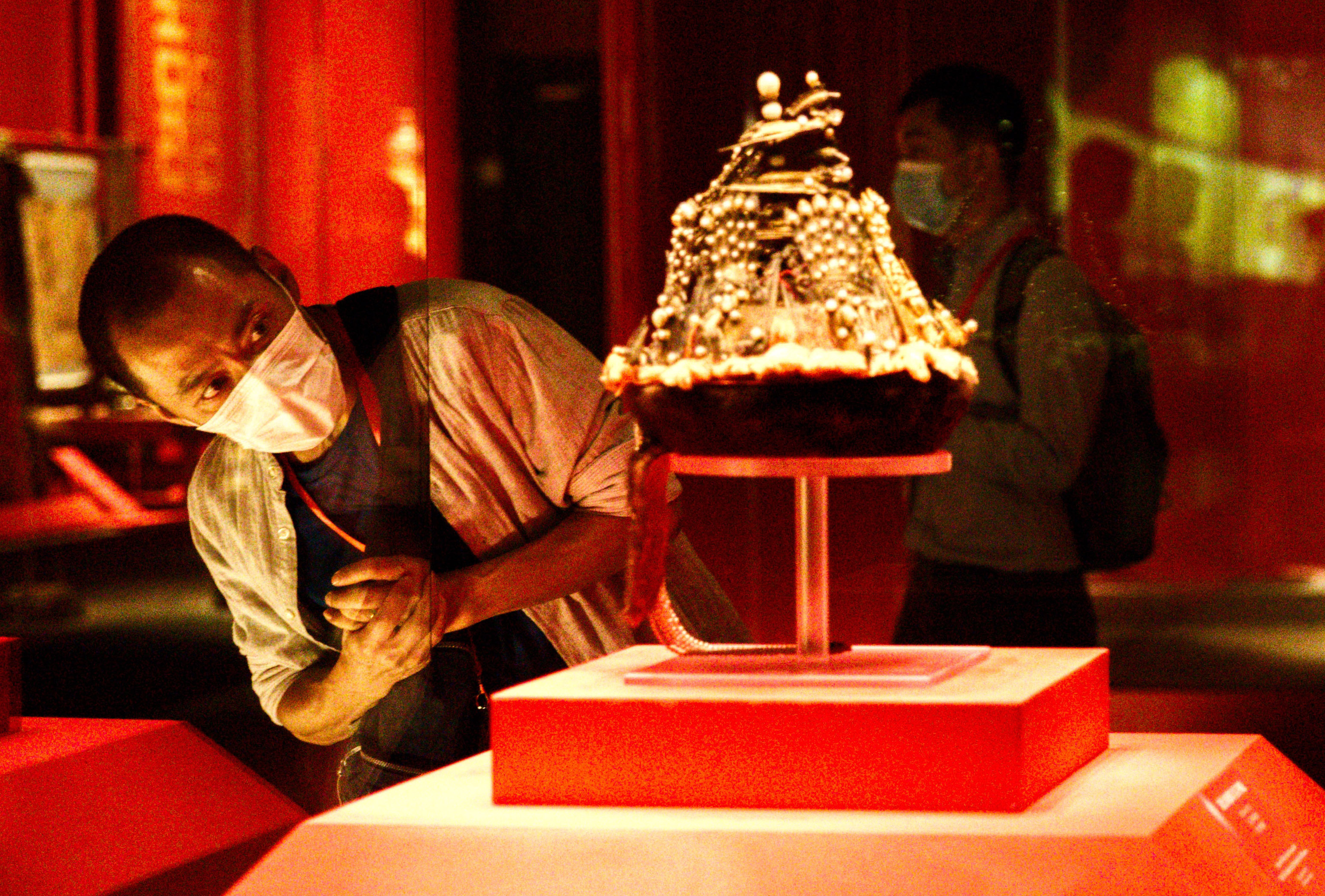 Palace Museum holds exhibition to celebrate its 600th anniversary