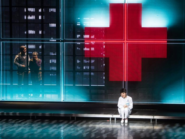 Drama telling story of medical staff during COVID-19 fight staged in Wuhan