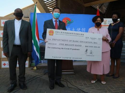 Chinese embassy in S. Africa donates medical equipment