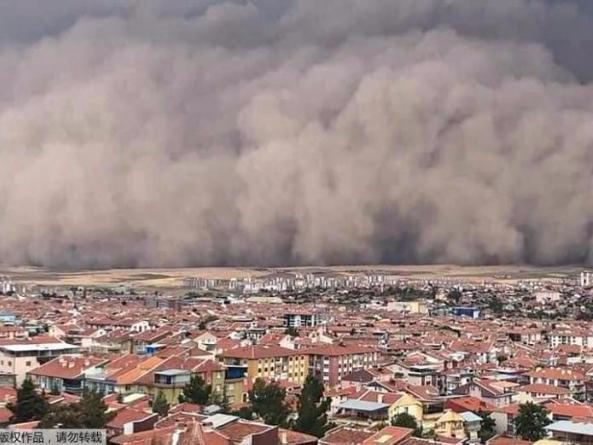 Extraordinary moment Ankara hit by freak sandstorm