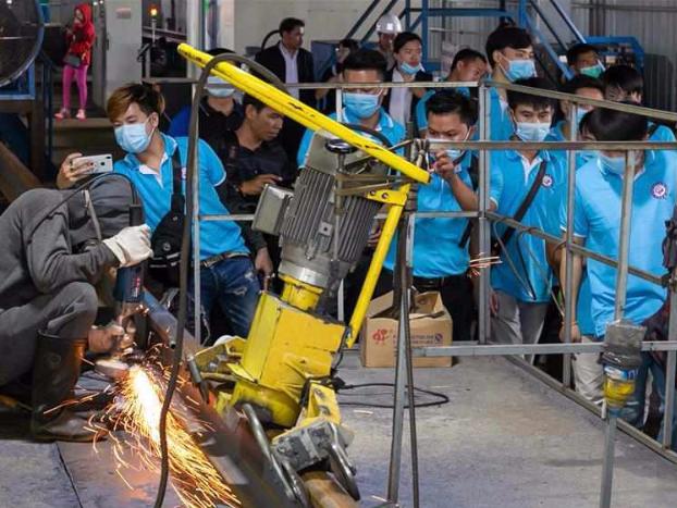 Lao trainees visit rail-welding yard in Vientiane, Laos
