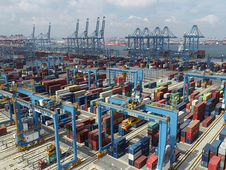 East China's coastal city Qingdao busy with 299 shipping routes