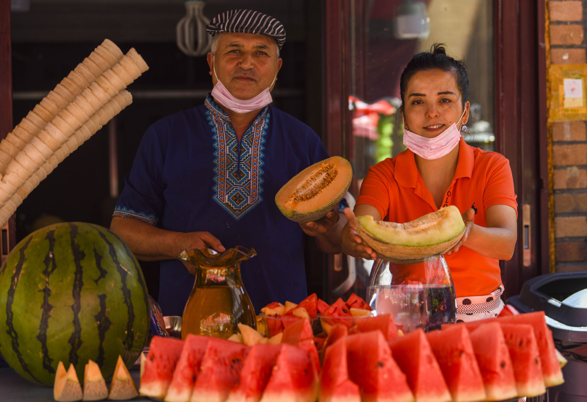 Uygur makes fortune by expanding melon markets