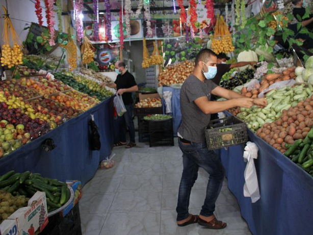 Gazans resort to online shopping to buy necessities amid COVID-19 outbreak