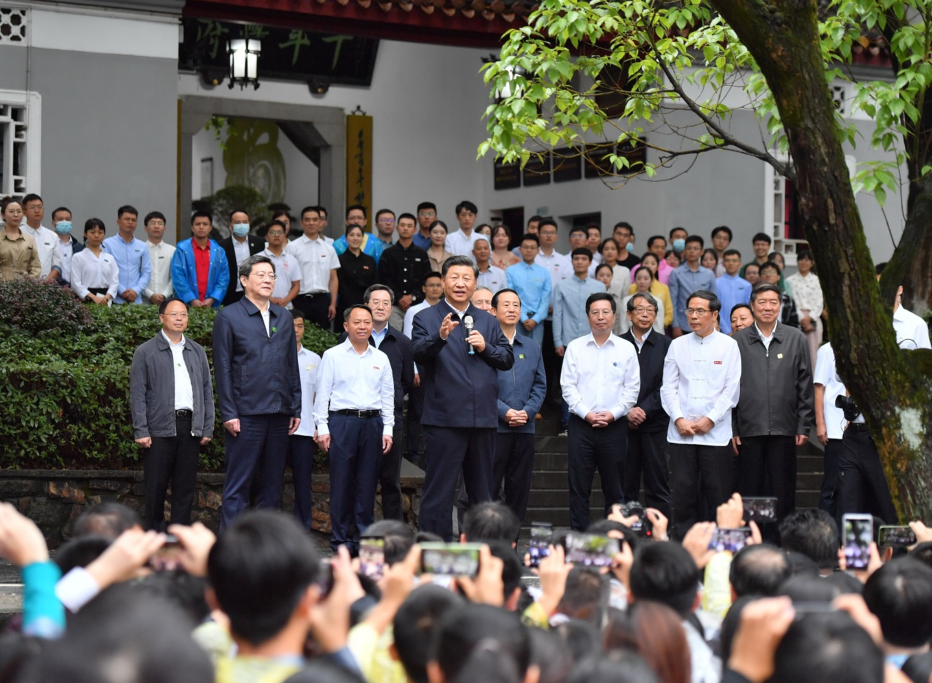 Xi encourages young people to live up to the times