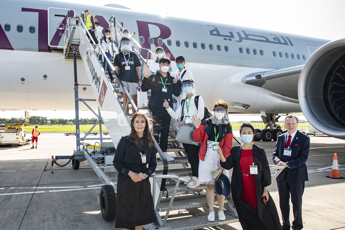 Charter flight brings Chinese students to UK campus