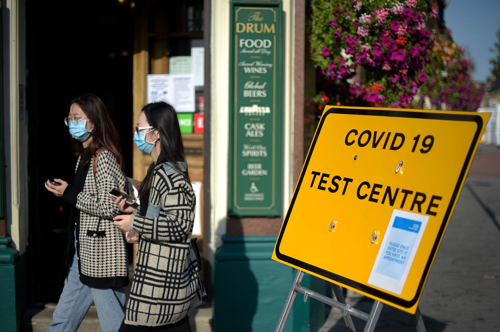 UK at coronavirus 'tipping point': health secretary