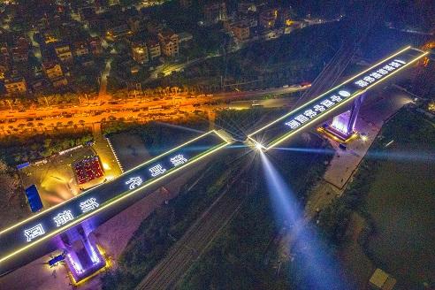 Landmark high-speed railway swivel bridge in China completes rotation
