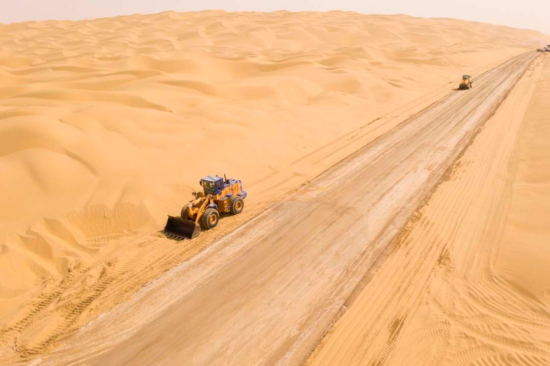Subgrade finished for new road crossing China's largest desert