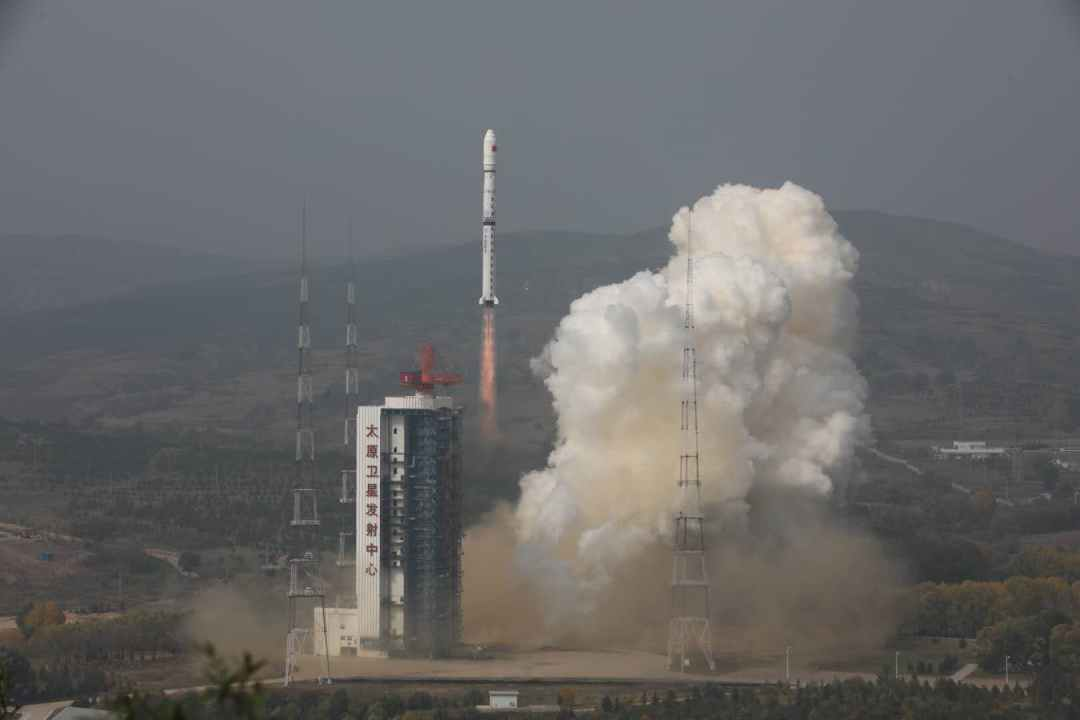 China sends two environmental monitoring satellites into space