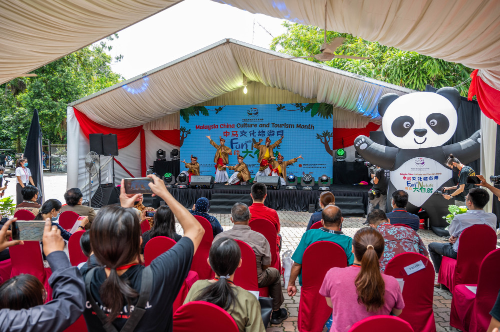 Malaysians gain Chinese cultural enrichment with touch of nature