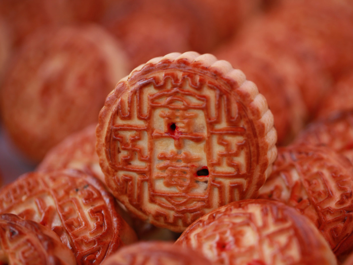 Mooncakes, hairy crabs among strong sales for upcoming holiday: Report