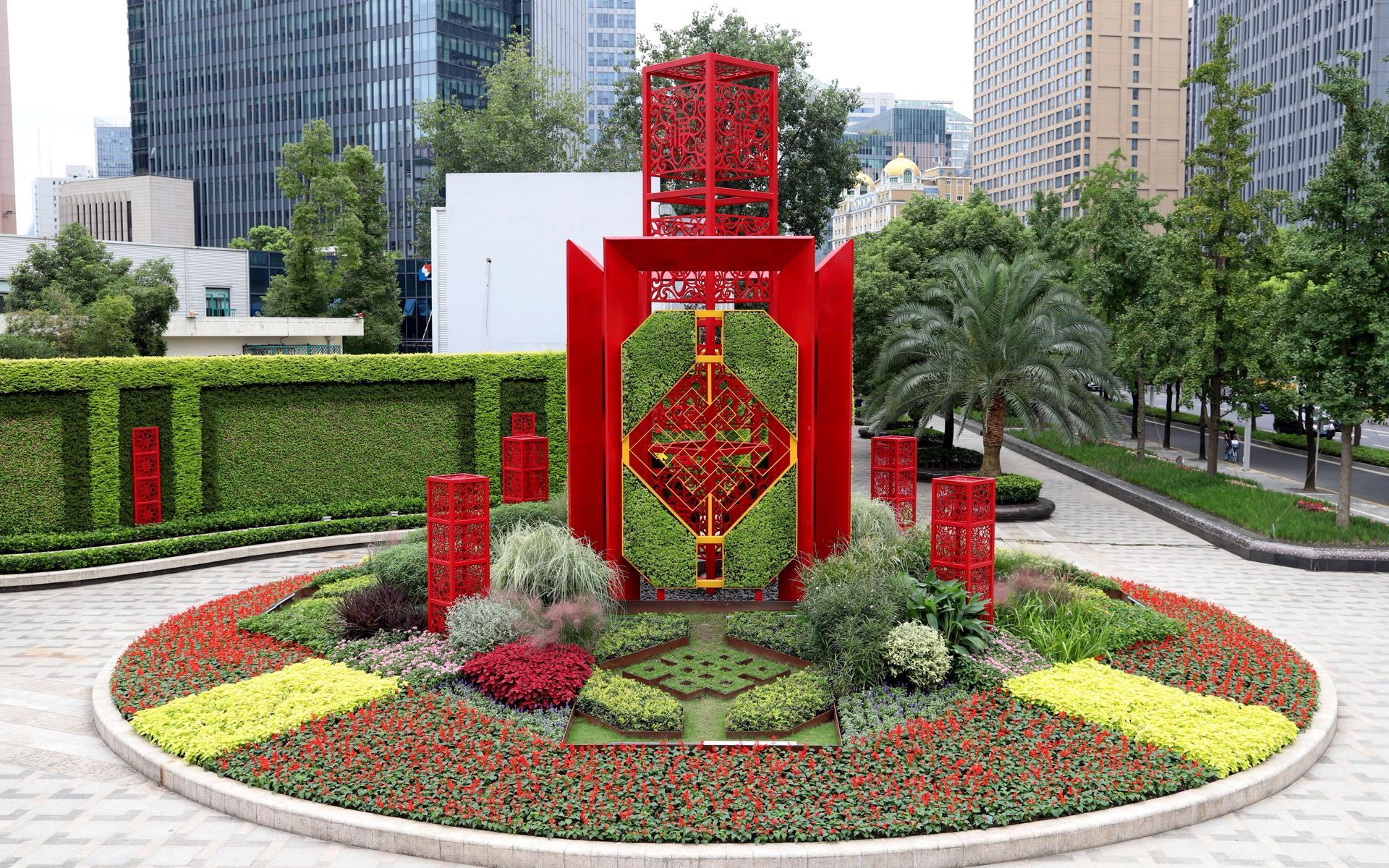Flowers mark national holidays, anniversary in Shanghai