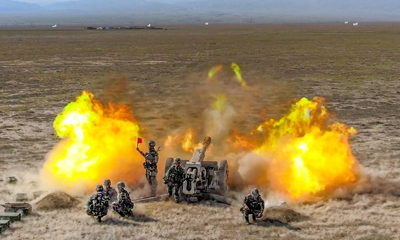 Live-fire training in Xinjiang Military Command