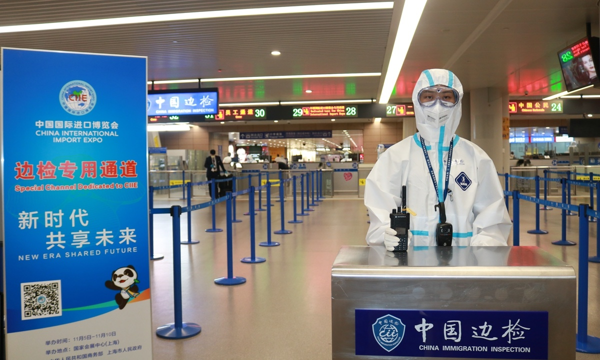Shanghai gives CIIE exhibitors, visitors swift border clearance