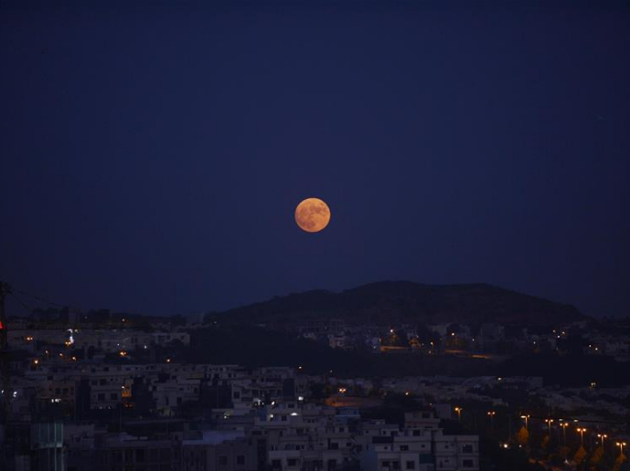 Full moon seen across world