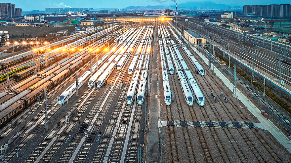 China sees record-high daily railway trips during National Day holiday