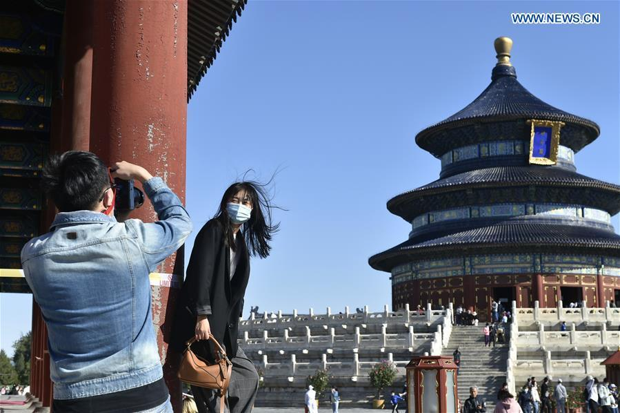 Tourists enjoy holiday at Temple of Heaven in Beijing