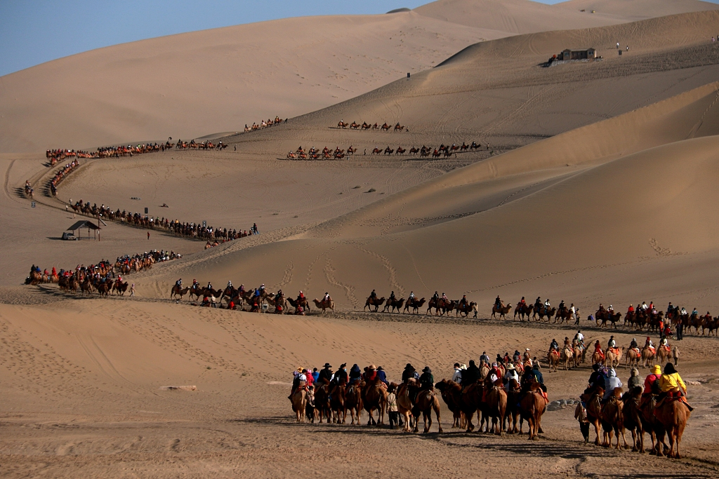 Tourism income hits 312 billion yuan in first four days of golden week
