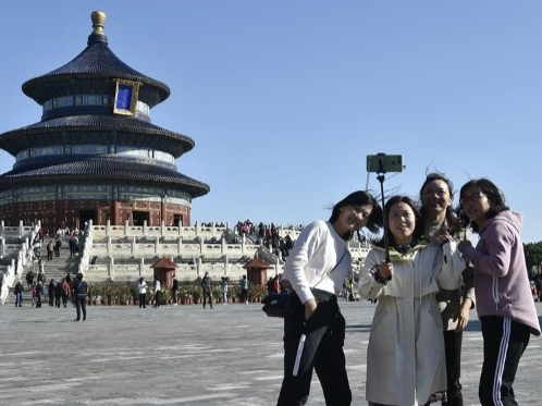 China sees 425M domestic tourist visits in 1st half of national holiday