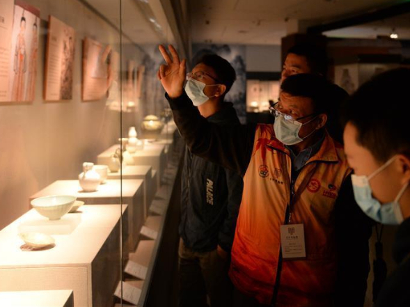 People visit Changsha Museum during national holiday