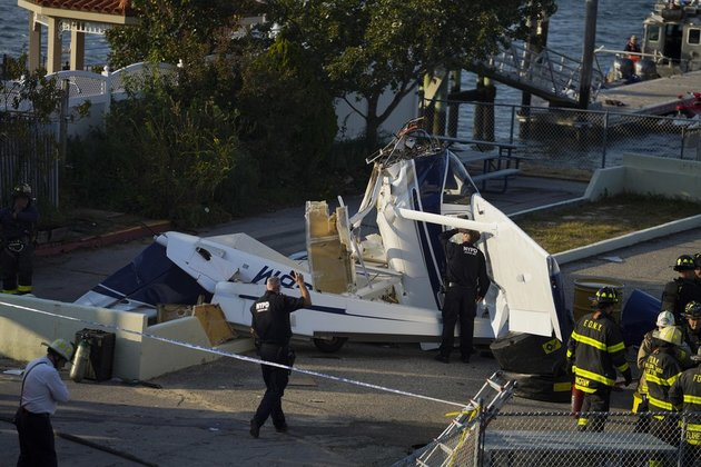 Small seaplane crashes in New York City, 3 seriously injured