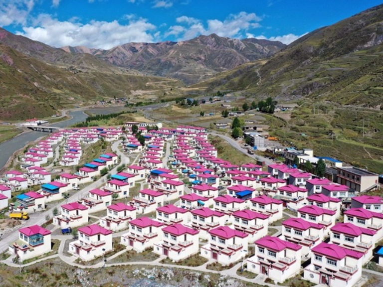 Qamdo: a burgeoning city in SW China's Tibet