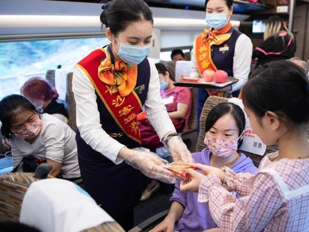 China's daily railway trips exceed 10 million during holiday