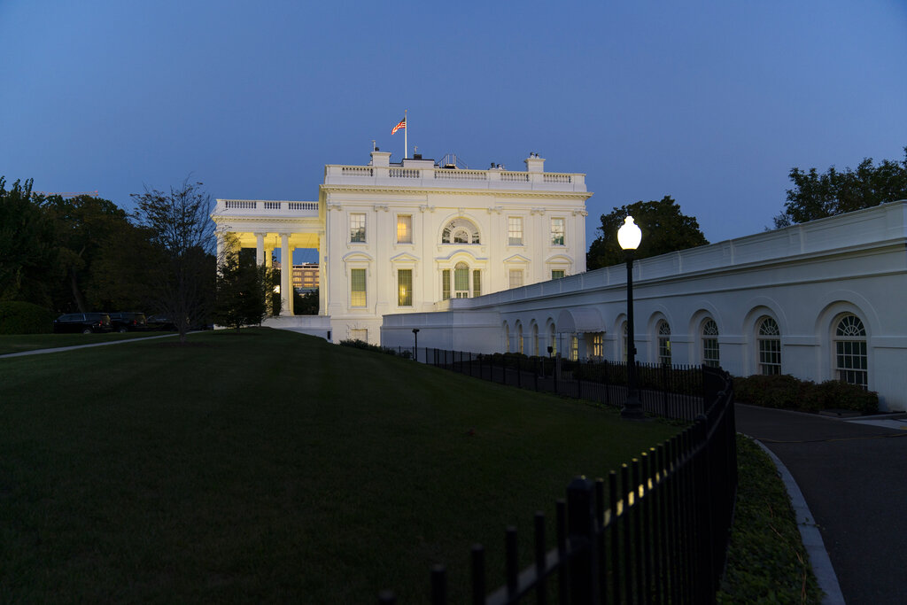 Trump reports 'no symptoms,' returns to downplaying virus