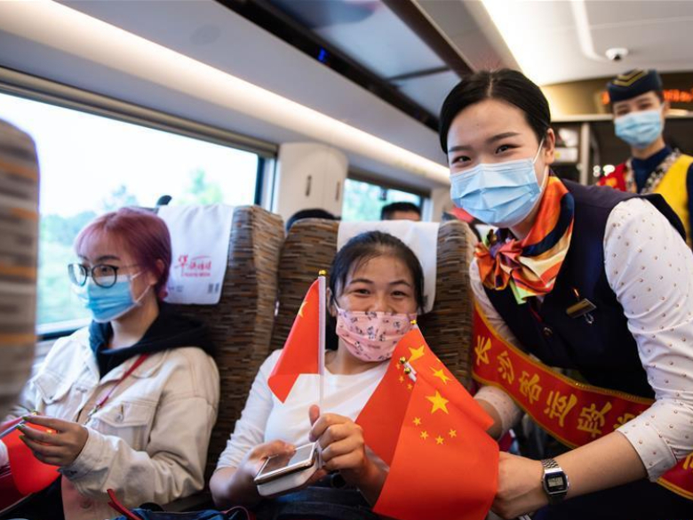 National Day, Mid-Autumn Festival celebrated on Fuxing bullet train