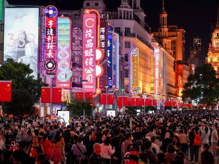 China's services sector expands further in September